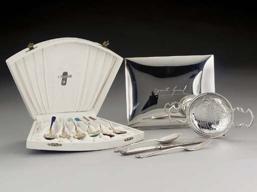 A MIXED GROUP OF SILVER ITEMS COMPRISING:-