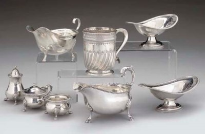 A MIXED GROUP OF SILVER ITEMS