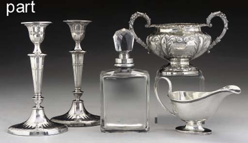 A MIXED GROUP OF SILVER & PLAT