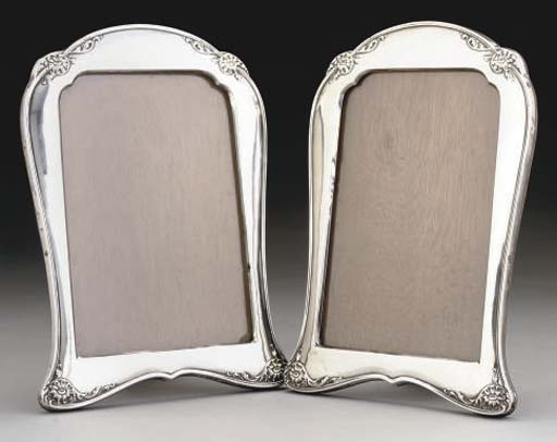 A PAIR OF SILVER PHOTOGRAPH FR