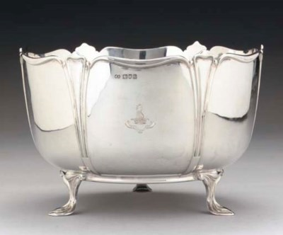 AN EDWARDIAN SILVER ROSE BOWL,