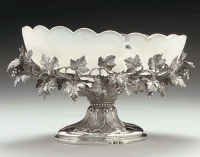 A VICTORIAN SILVER FRUIT BOWL,