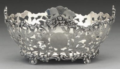 A LATE VICTORIAN SILVER SWEETM