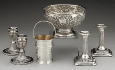 AN EDWARDIAN EMBOSSED SILVER R