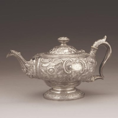 A WILLIAM IV SILVER TEAPOT,