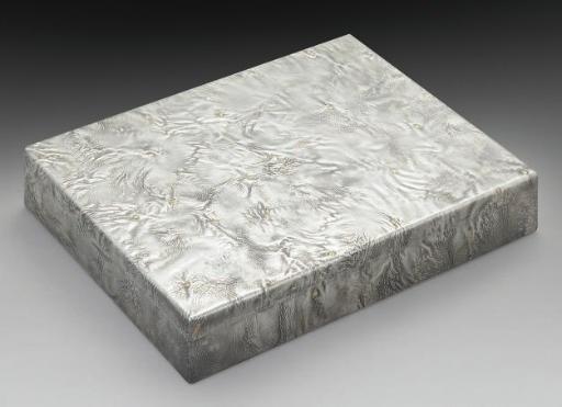 A MODERN SILVER CIGAR BOX WITH