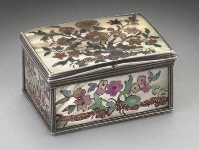 AN 18TH CENTURY FRENCH SILVER-