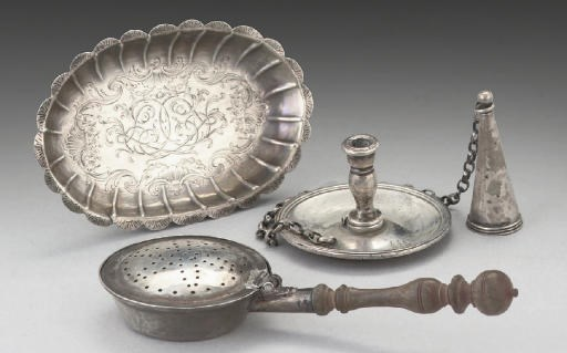 AN EARLY 18TH CENTURY SILVER T