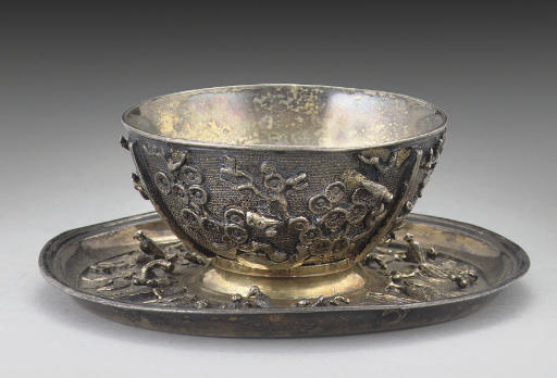 A SILVER-GILT TEA BOWL & SAUCE