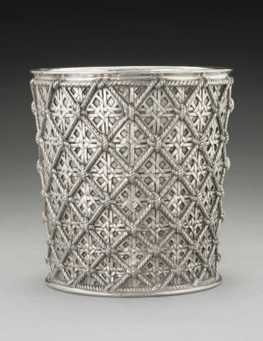 A VICTORIAN ELECTRO-PLATED ICE BUCKET OR WINE COOLER,