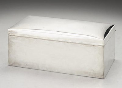 A PLAIN RECTANGULAR CIGAR BOX,