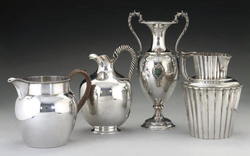 A GROUP OF METALWARE ITEMS,
