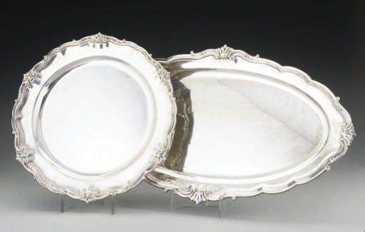 A GEORGE V SILVER MEAT DISH AN