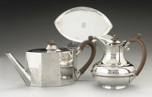 A GEORGE III SILVER TEAPOT & ASSOCIATED STAND,