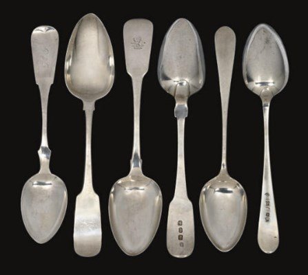 A COLLECTION OF SILVER FLATWAR