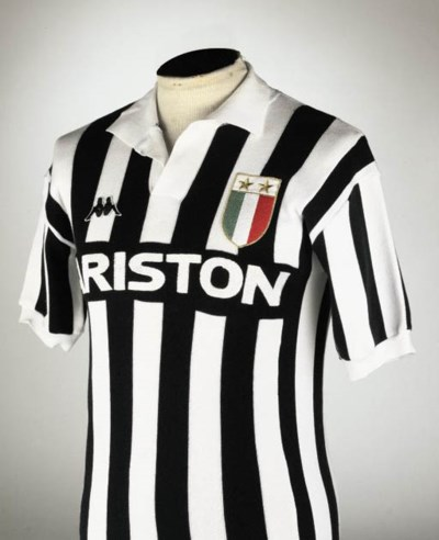 A BLACK AND WHITE JUVENTUS SHO
