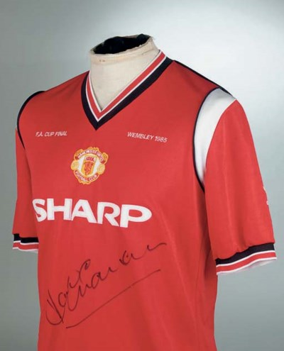 A RED MANCHESTER UNITED 1985 F