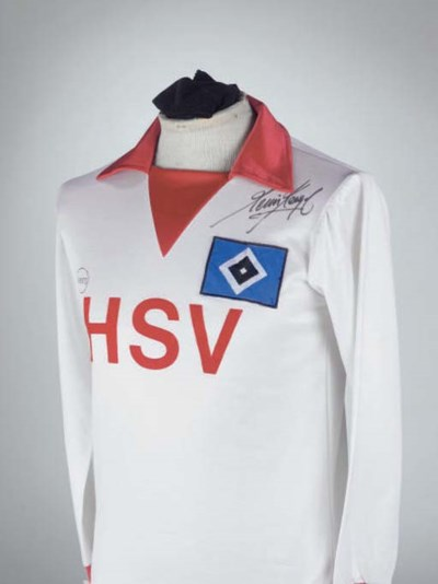 A WHITE AND RED HAMBURG SHIRT