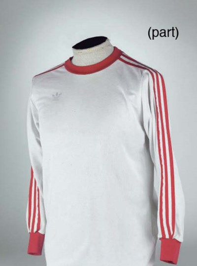 A WHITE AND RED BAYERN MUNICH