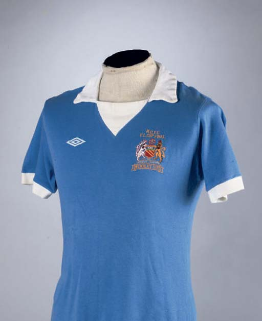 A BLUE MANCHESTER CITY SHORT-S