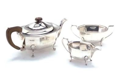 A THREE-PIECE SILVER TEA SERVI