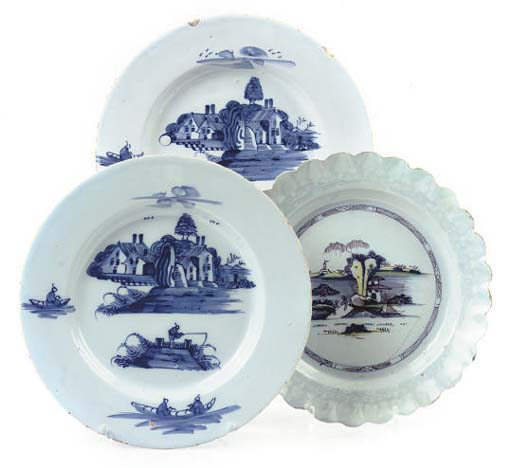 THREE ENGLISH DELFT CHINOISERIE PLATES