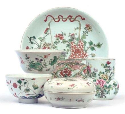 A Chinese famille verte saucer