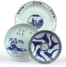 A Chinese blue and white moulded saucer dish, Chongzhen (163
