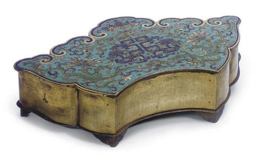 A CHINESE CLOISONNE LOBED BOX