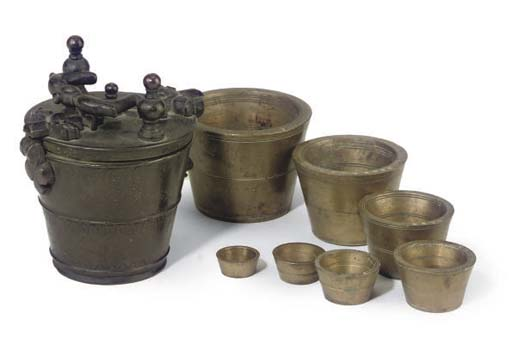 A SET OF BRONZE NESTED CUP WEI