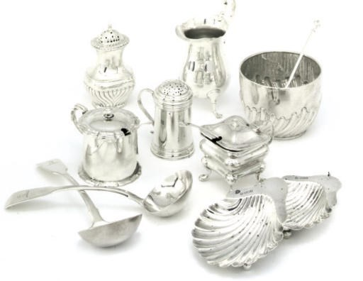 A GROUP OF SILVER ITEMS