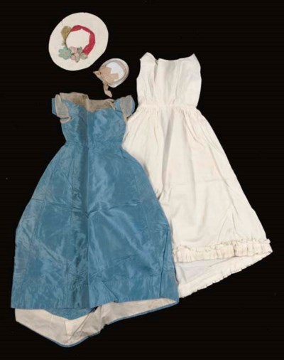 A SMALL GROUP OF DOLL'S CLOTHE