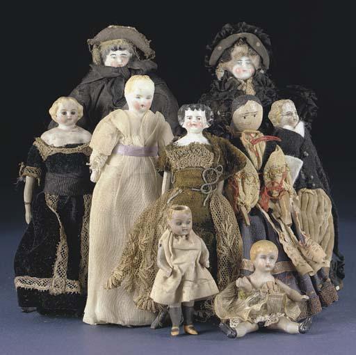 Large dolls' house dolls