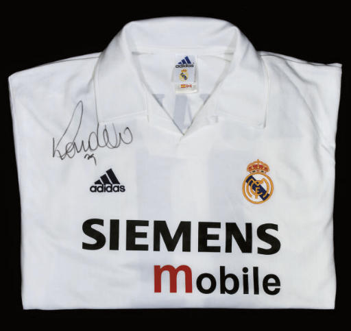 A WHITE REAL MADRID SHORT-SLEE
