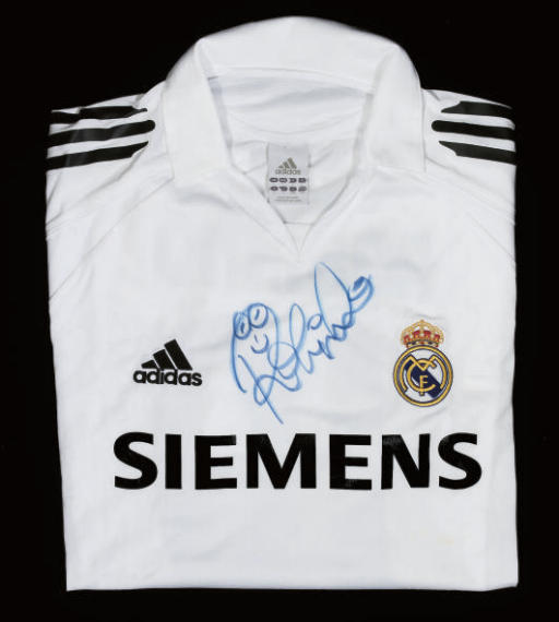 A WHITE REAL MADRID SHORT-SLEEVED SHIRT
