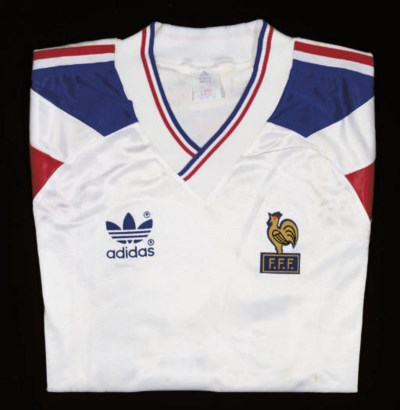 A WHITE FRANCE SHORT-SLEEVED S