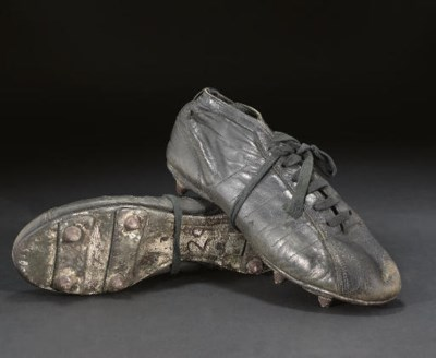 A PAIR OF BLACK LEATHER STADIU
