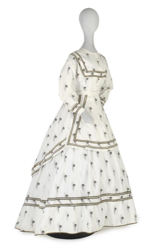 A WHITE PRINTED COTTON DRESS,