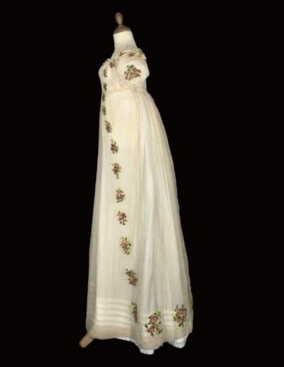 A RARE IVORY SILK CREPE DRESS,