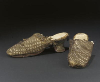 A PAIR OF GOLD LACE LADY'S MUL
