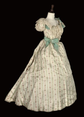 AN 1890S GOWN