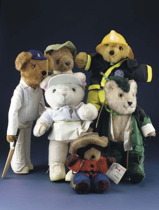 Teddy Bears' picnic bears of v