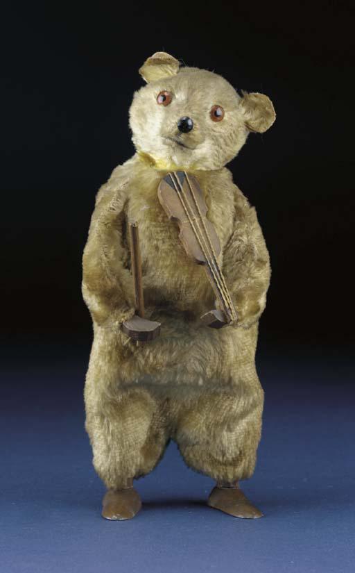 A German clockwork bear playin