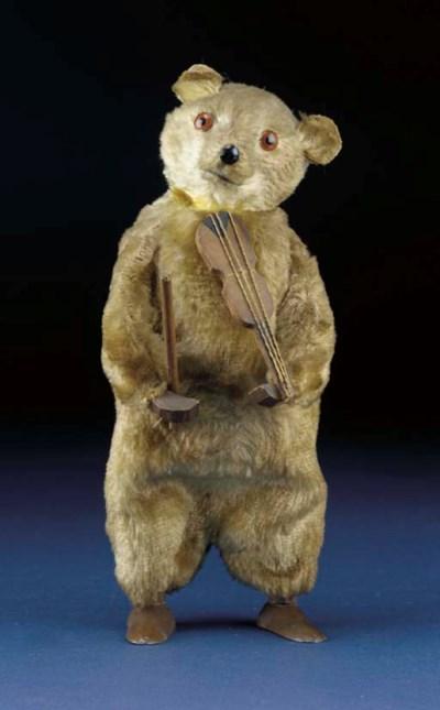 A German clockwork bear playin
