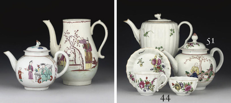A WORCESTER REEDED TEAPOT AND