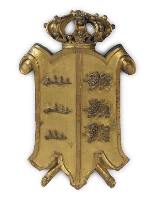 A GILTWOOD ARMORIAL CRESTING