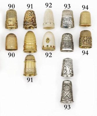 An 18ct gold English thimble
