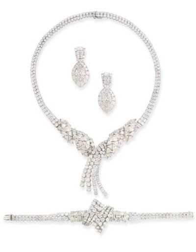 A DIAMOND SUITE OF JEWELLERY,