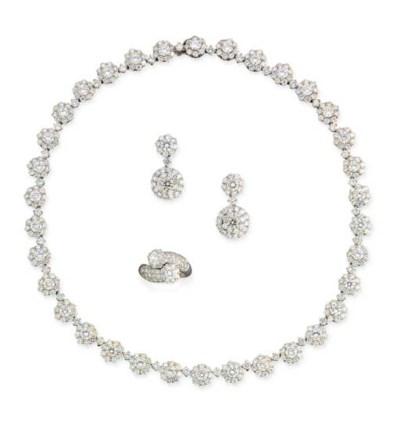 A DIAMOND SUITE OF JEWELLERY,