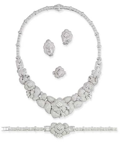 A DIAMOND SUITE OF JEWELLERY